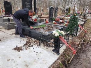 Уборка могилы